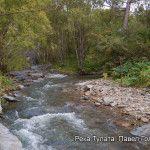 Выход реки Тулаты из-под скалы
