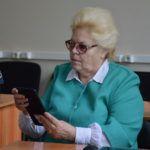 Барнаульские пенсионеры успешно осваивают планшеты